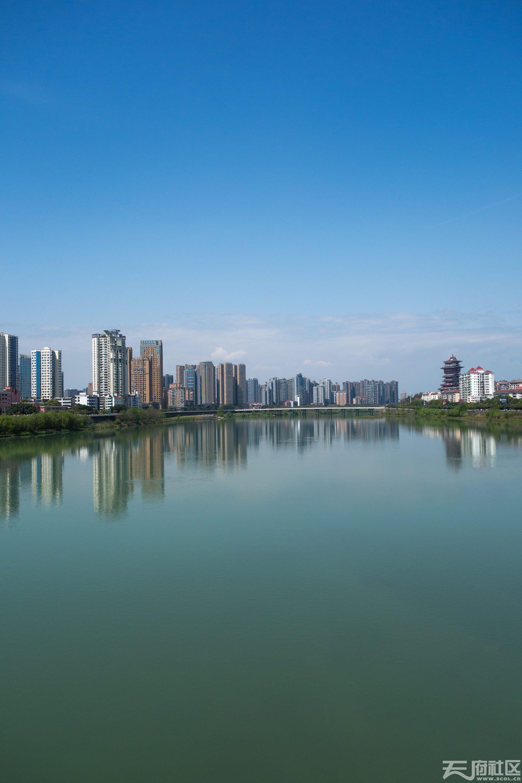 蓝色的城市风景1.jpg