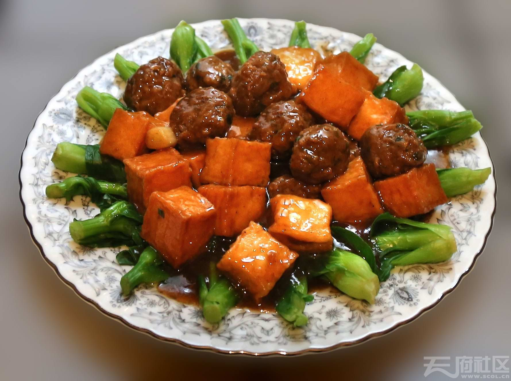 油豆腐烧圆子.jpg