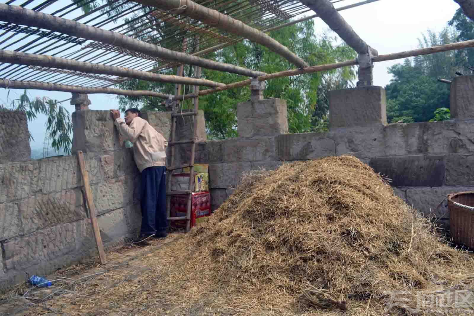 附近村民居然利用城垛,建造起私宅来享受,.jpg