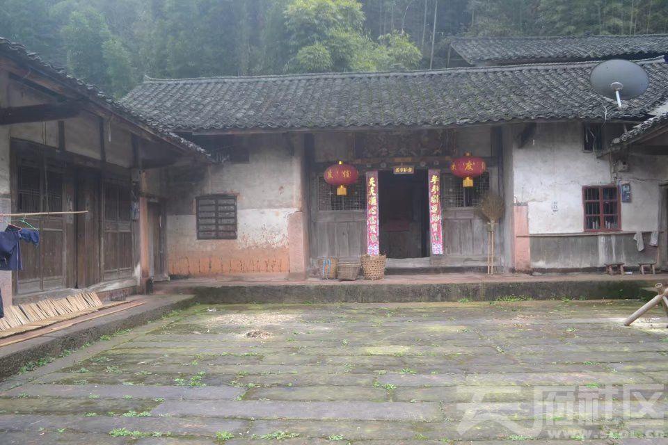 四合院,有正堂供祭祀祖先,两面有厢房。psb.jpg