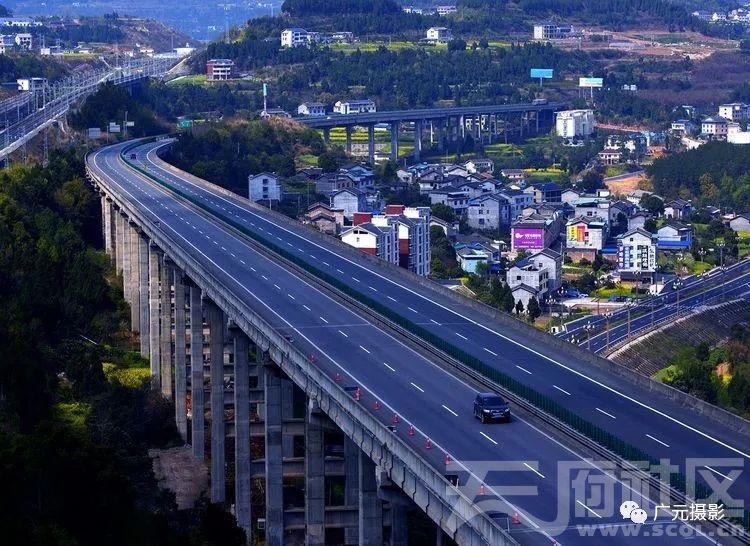 苍溪县,嘉陵江西岸的热土。兰渝铁路,高速公路。苍溪绕城快速通道。在建跨嘉陵江大桥连接城区和火车站。