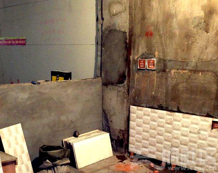 厨房贴砖.jpg