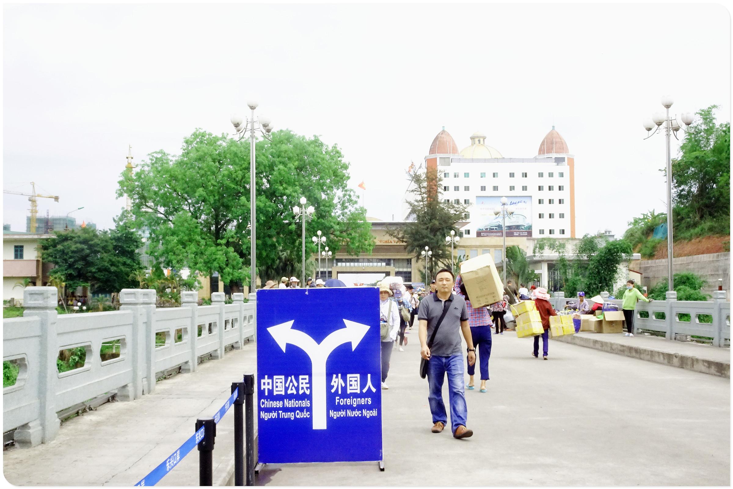 【南行记】繁忙的中越友谊桥