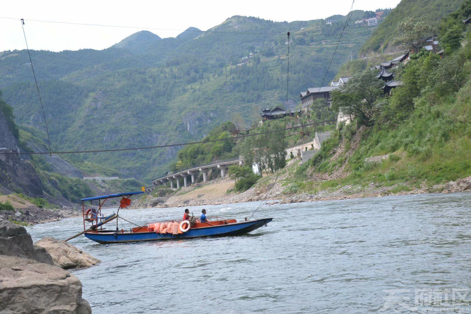 二郎滩赤水河上最后的客渡船工psb.jpg