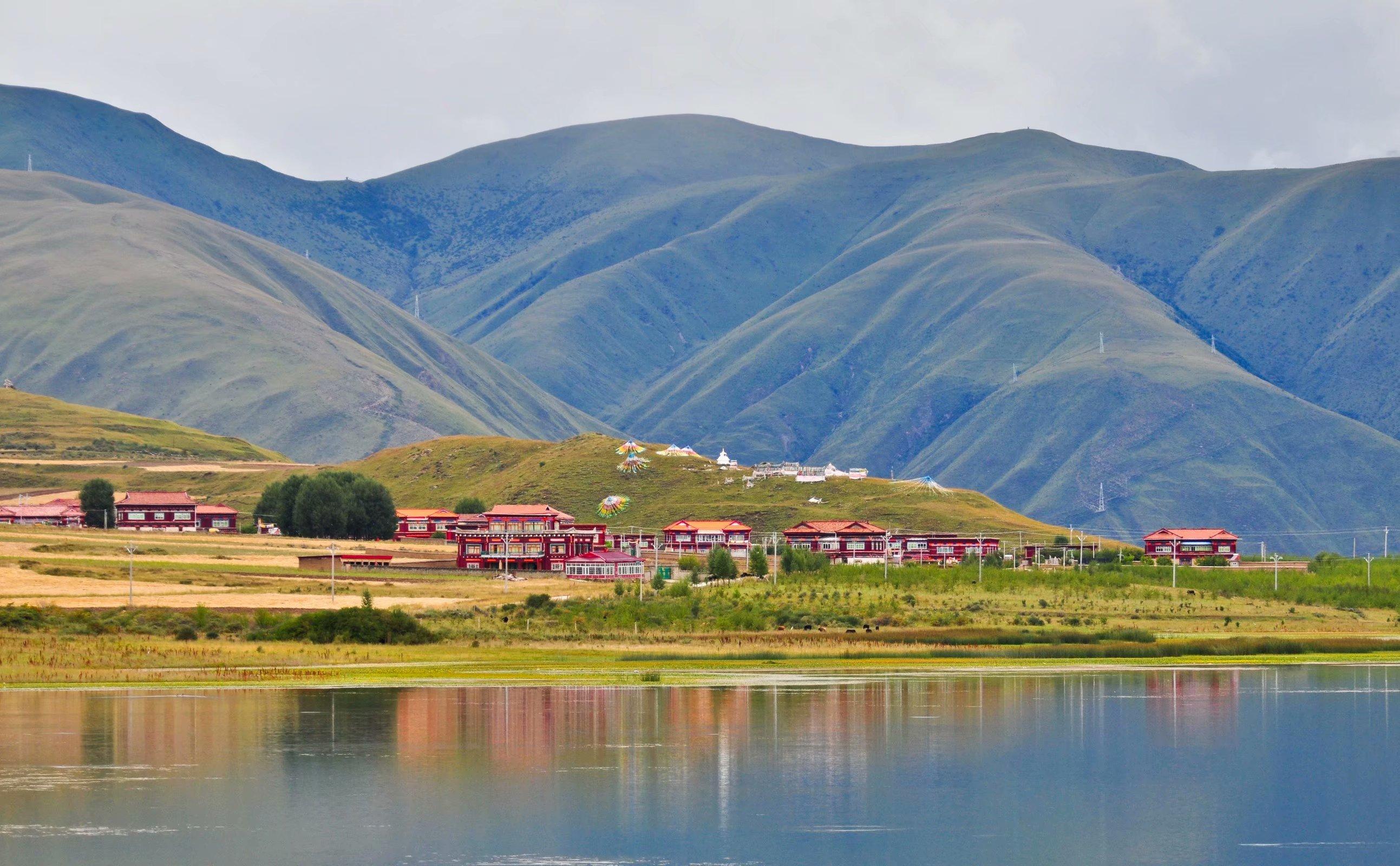 12甘孜县卡萨湖.jpg
