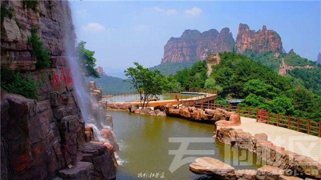 4-天瀑与翡翠湖.jpg