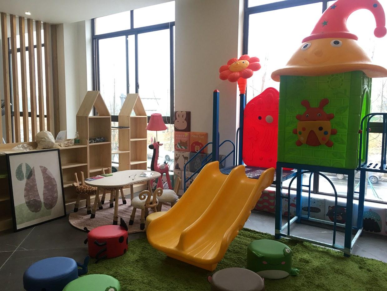 2楼 儿童区 5本.jpg