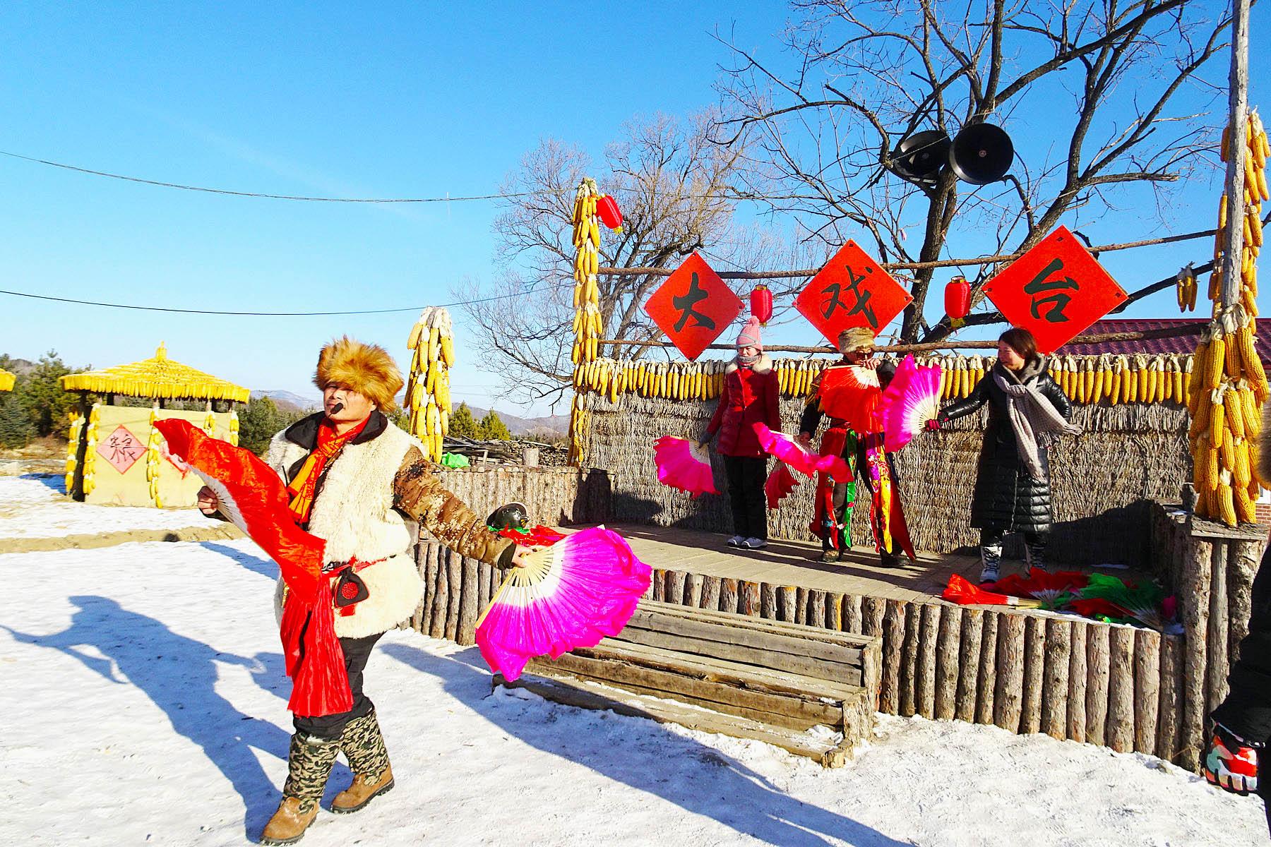 走进亚雪第一村文化园
