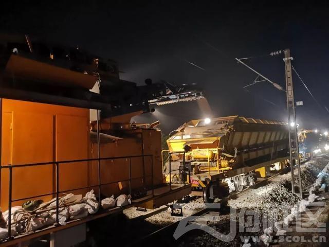 新中国第一条铁路——成渝线开启大修施工图片