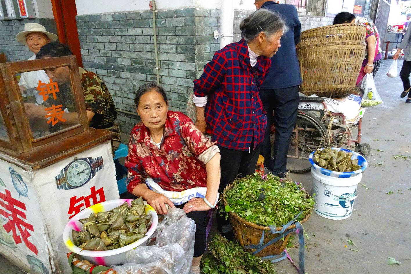 青城山镇的粽叶飘香