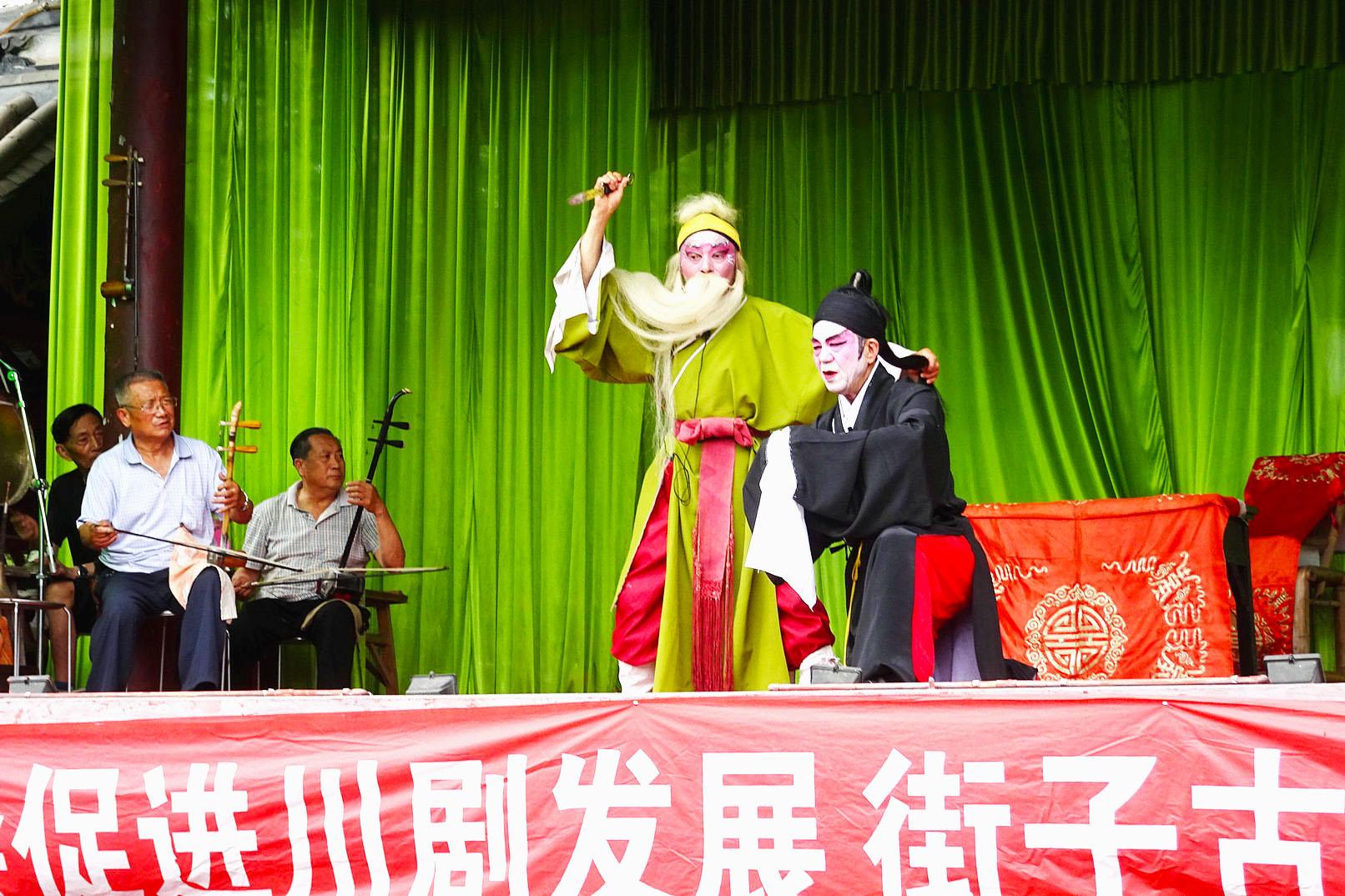古戏台 看川剧