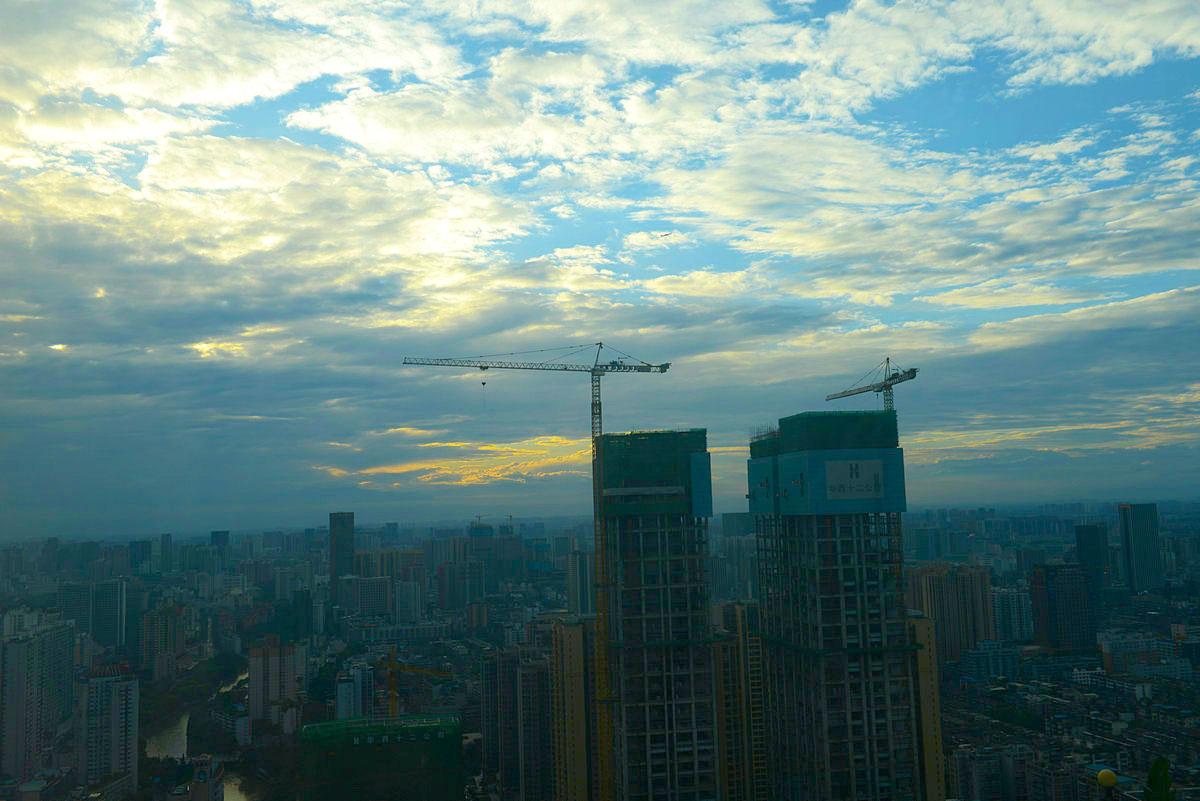 339熊猫电视塔的夕晖