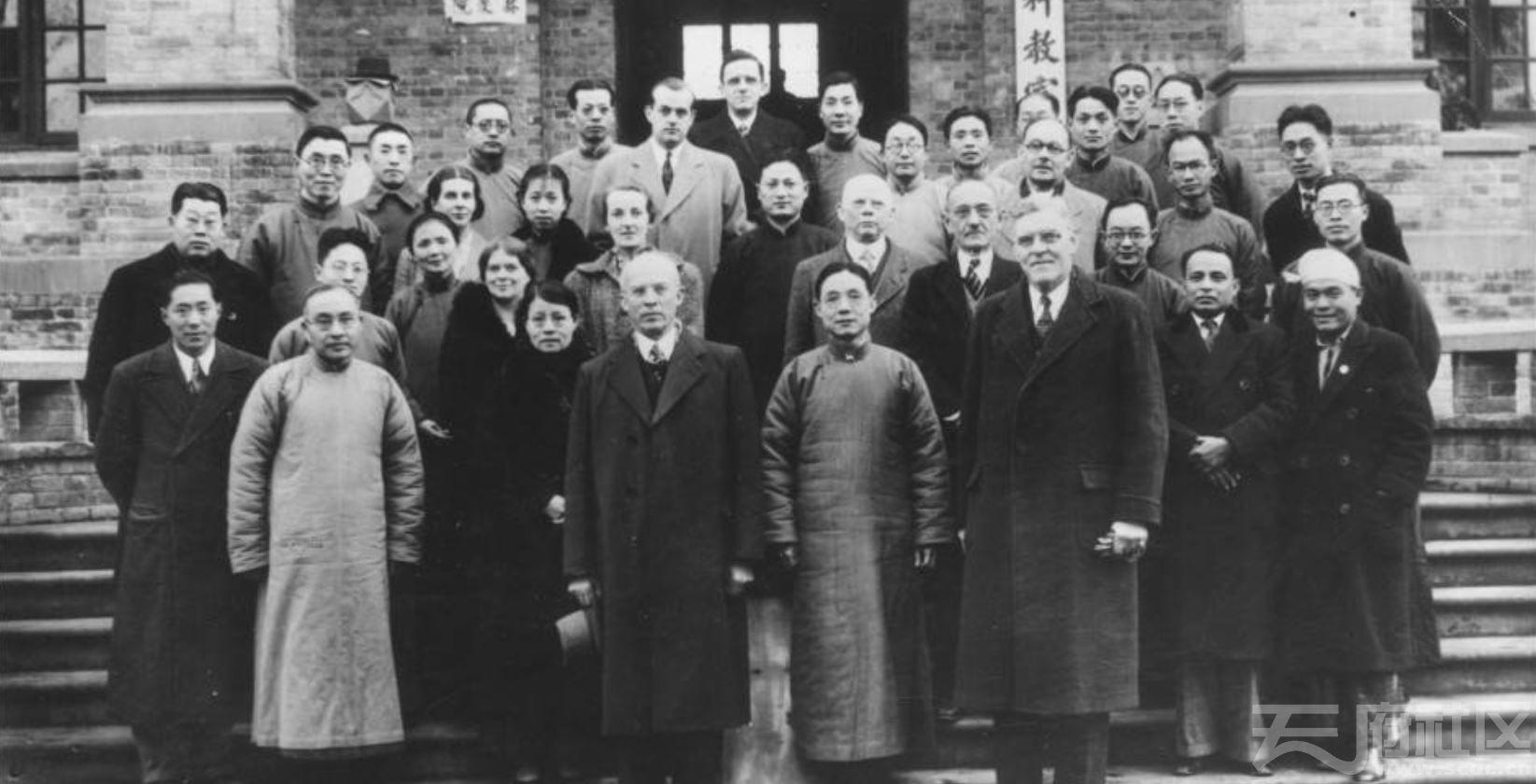 6 华西大学 教职员合影 ca.1935.JPG