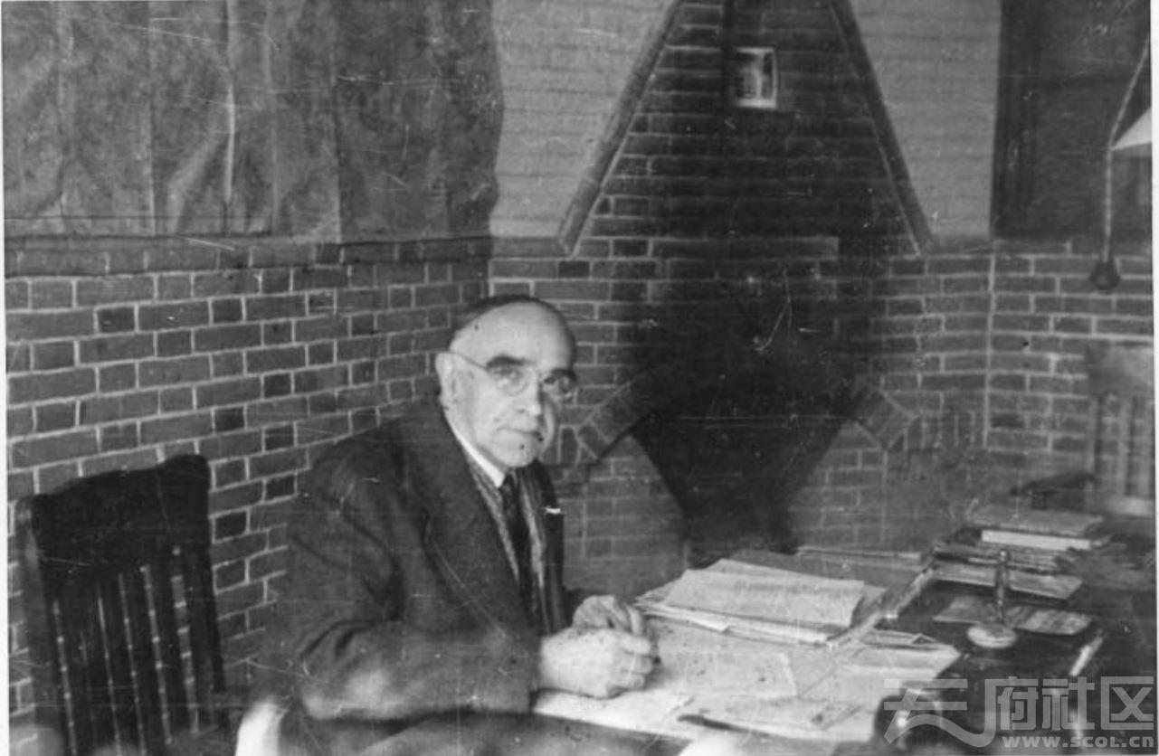 12 华西大学 副校长H.D. Robertson ca.1945.JPG