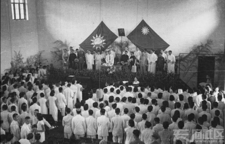 15 华西大学 毕业典礼 ca.1943.JPG