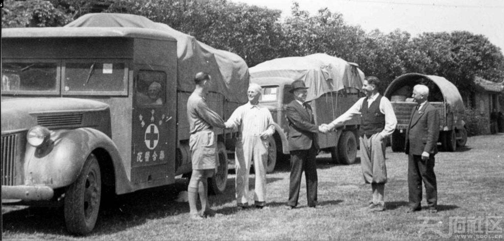 16 华西大学 华西医院 医用物资的交接 ca.1941.JPG