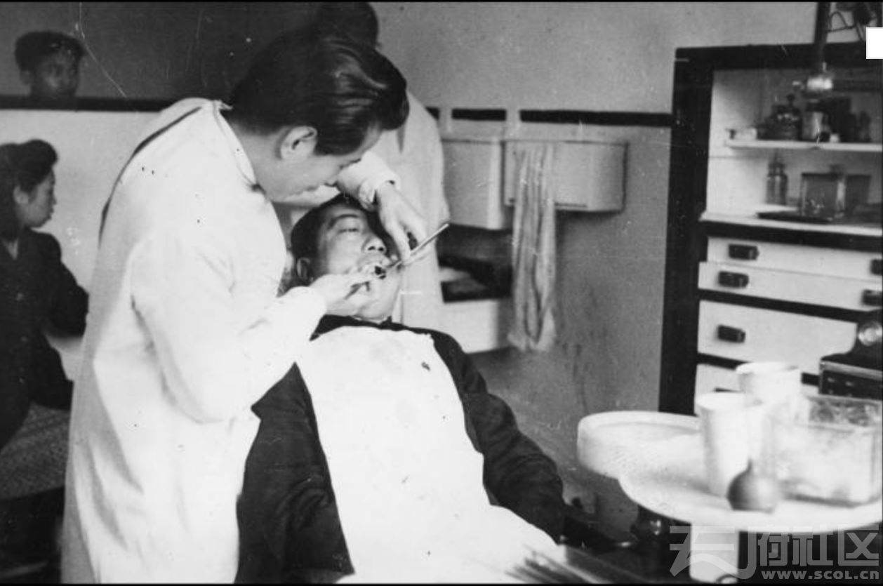 19a 华西大学 华西医院 牙科治疗 ca.1946.JPG