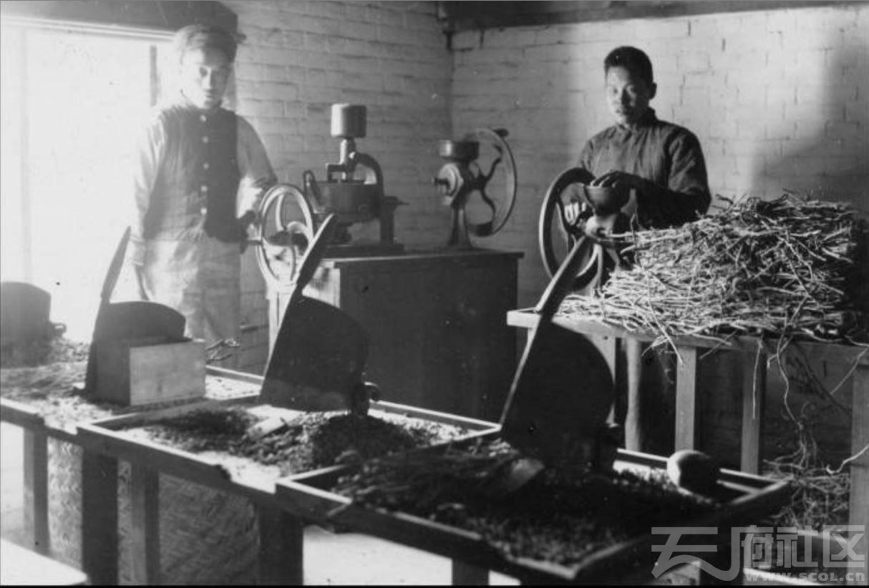 33 华西大学 制药实验室 ca.1939.JPG