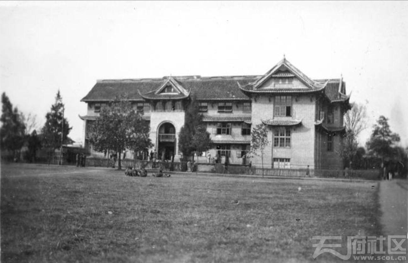 44 华西大学 教育学大楼 ca.1945.JPG
