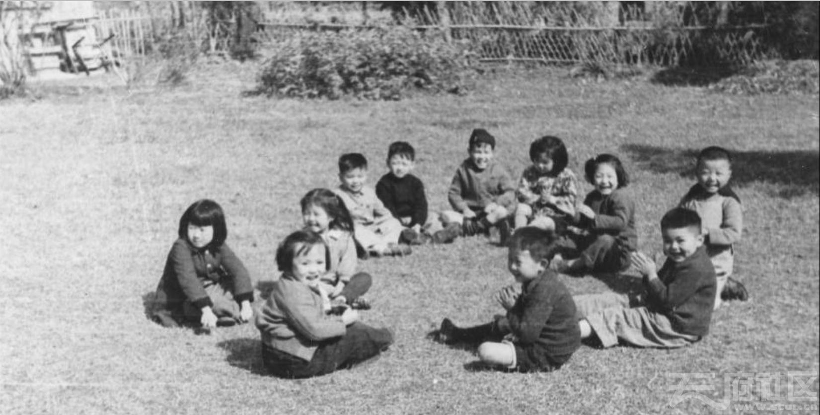 45 华西大学校园 幼儿园的儿童在做游戏 ca.1945.JPG