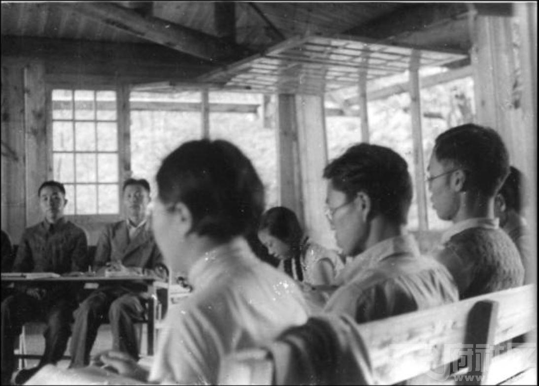 47 华西大学 本科学生座谈会 ca.1940.JPG