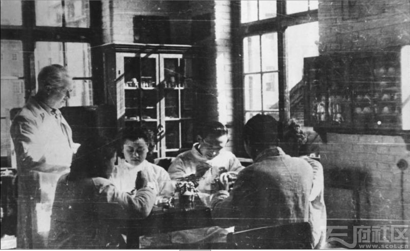 54 华西大学 牙科修复实验室 ca.1941.JPG