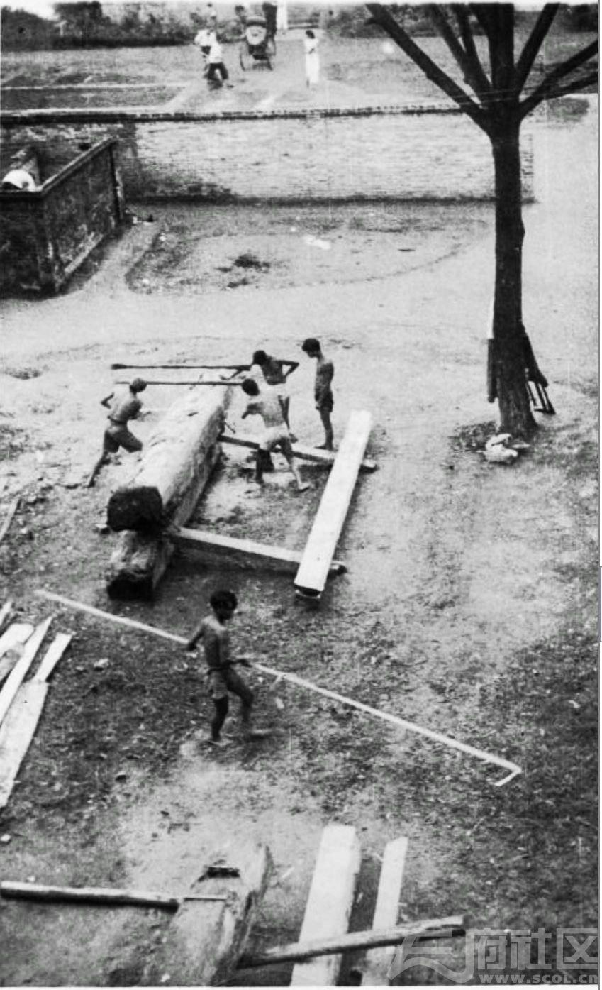 61 华西大学  为兴建牙科门诊部制备木料 ca.1939.JPG
