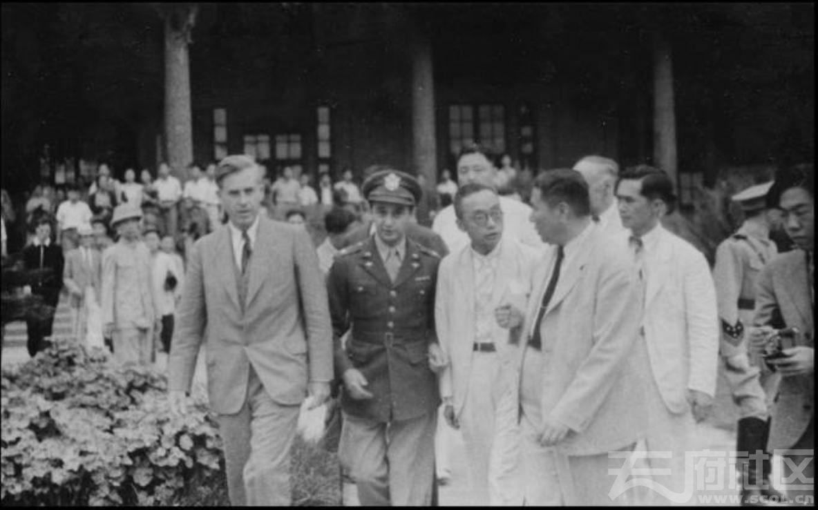64 华西大学 美国乌尔巴赫(Urbach)上校来访 ca.1945.JPG