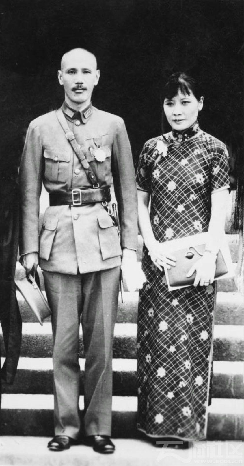 65 华西大学 蒋介石和宋美龄参加开学典礼 1935.JPG