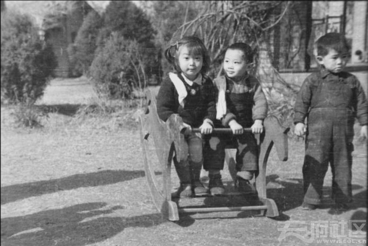 66 华西大学 幼儿园儿童玩木马 ca.1945.JPG