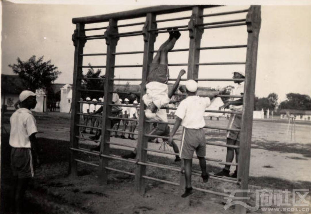 1 华西大学校园 士兵在体育锻炼 ca.1935-1940.JPG