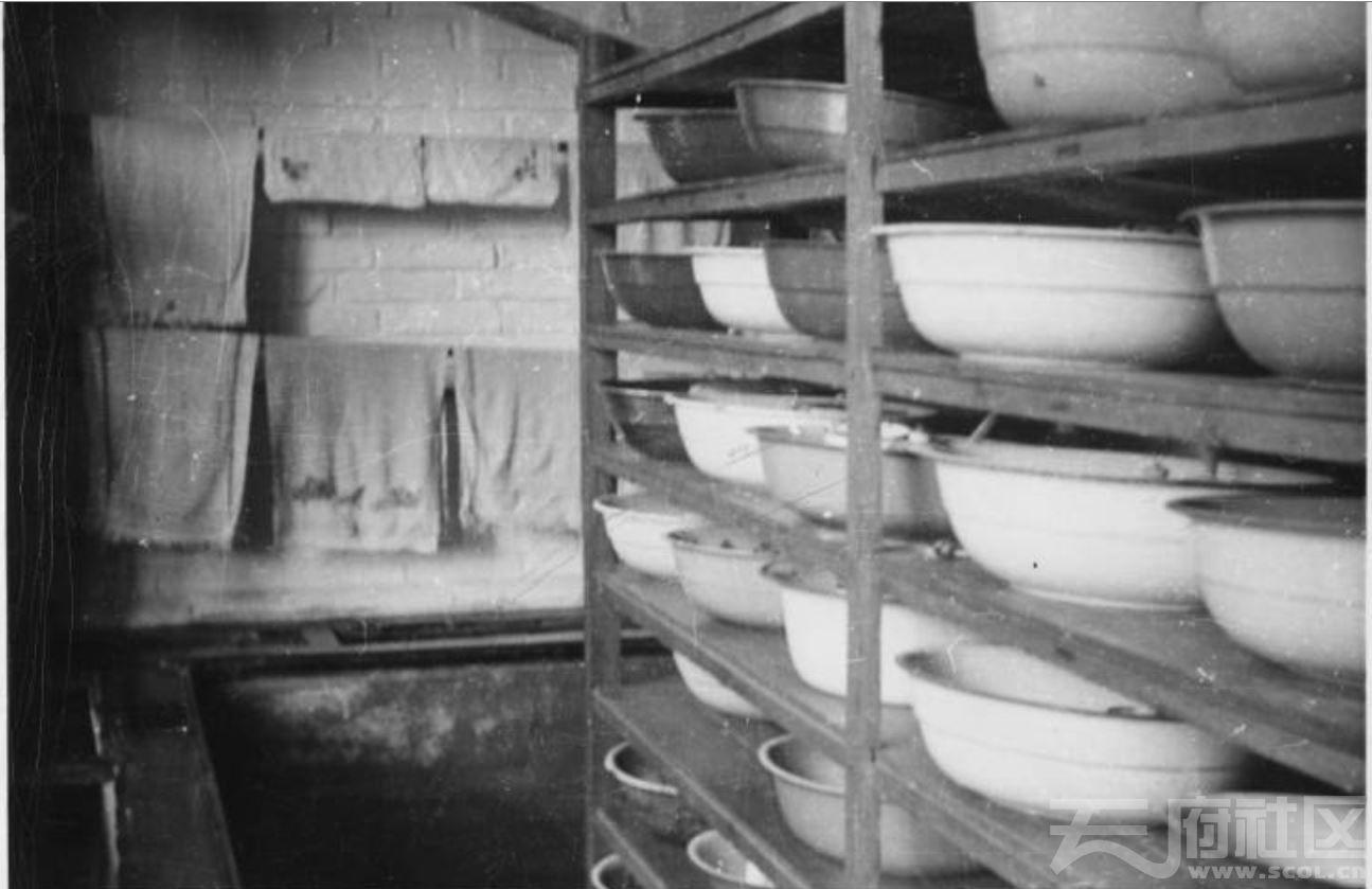 18 华西大学 学生盥洗室 1941.JPG