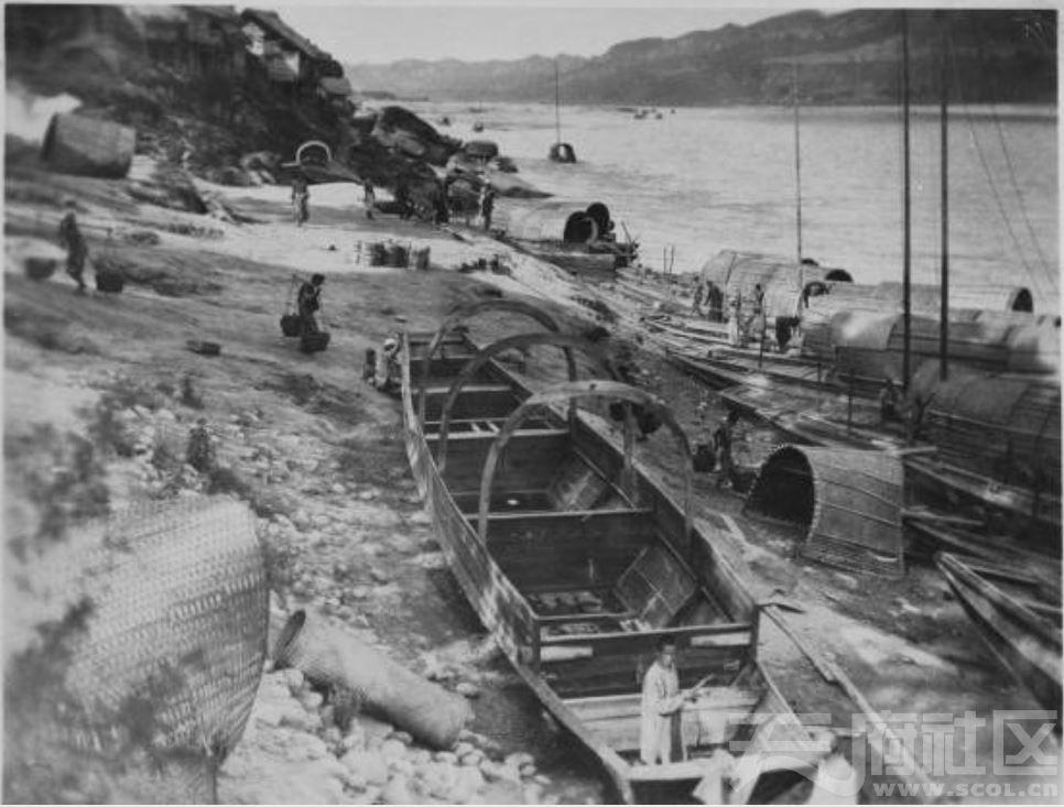 30 乐山 大渡河边 修造船 1915-1925.JPG