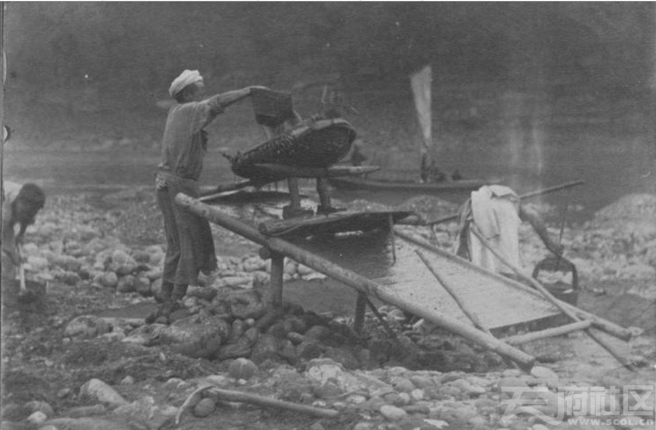 34 四川 大渡河 淘沙取砂金 1915-1925.JPG