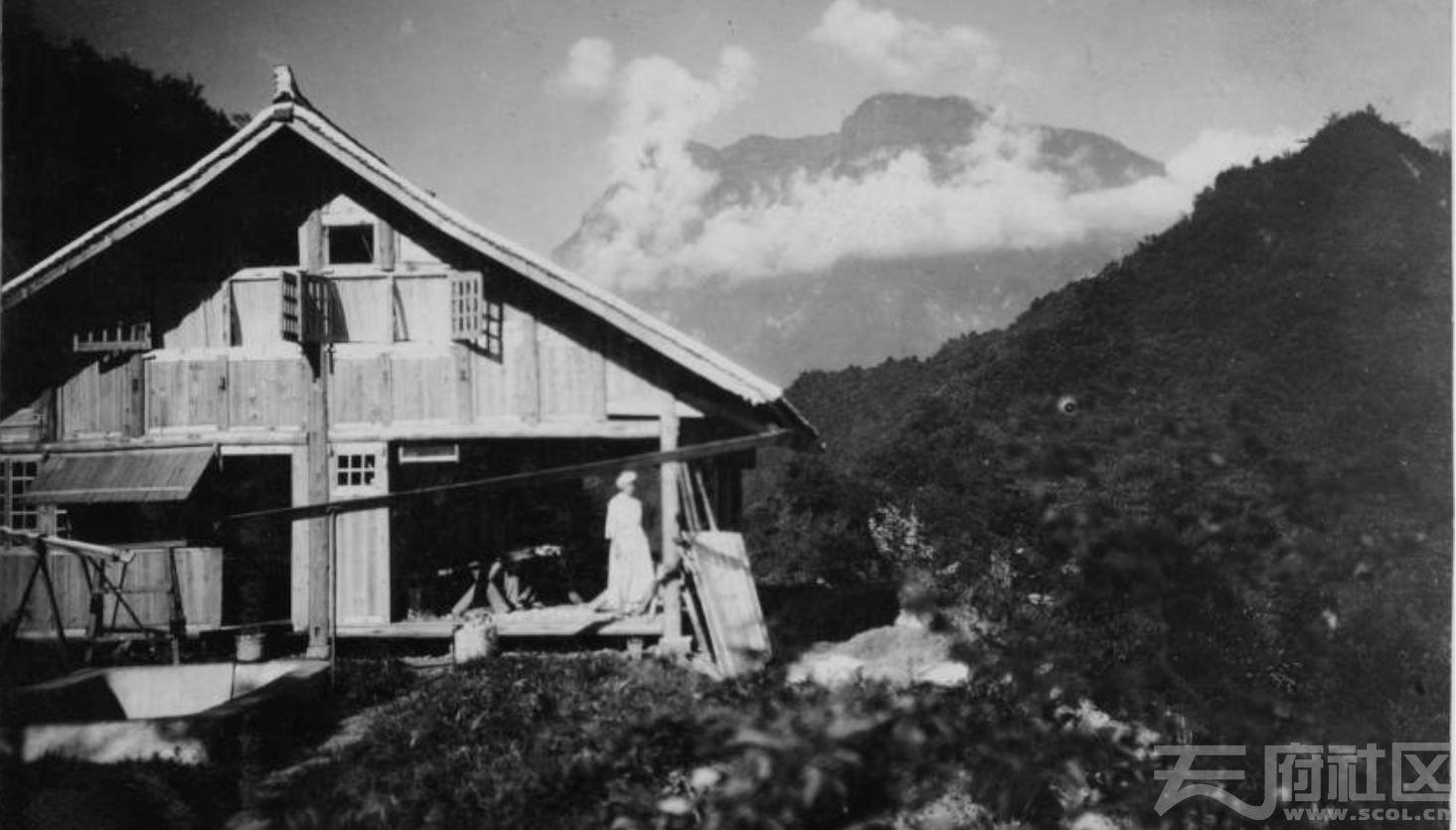 38 乐山 建造中的避暑别墅 1915-1925.JPG
