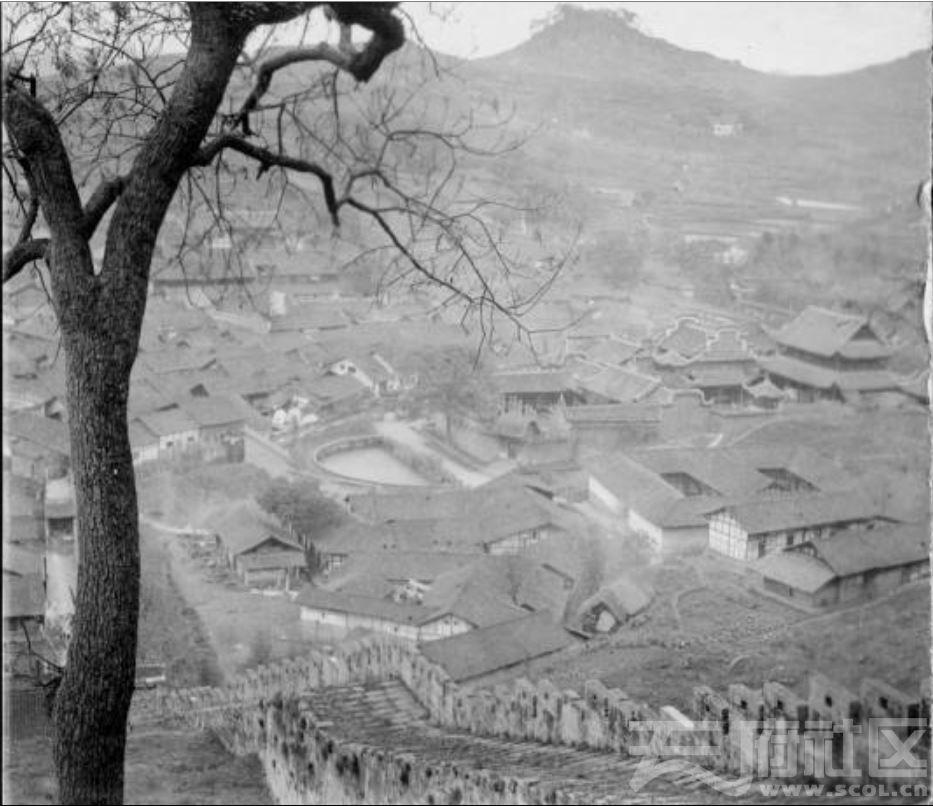 40 从山上俯瞰乐山城 ca.1929.JPG