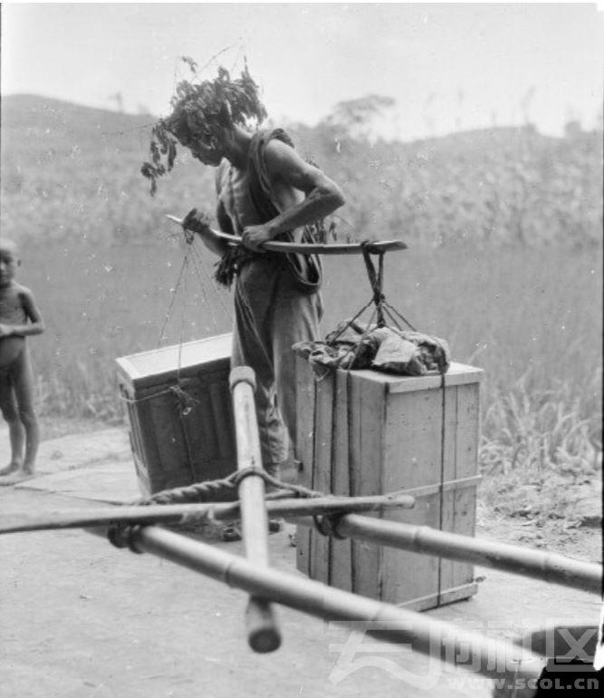 8 遂宁 自制树枝帽遮阳(夏天)的雇工 1917.JPG
