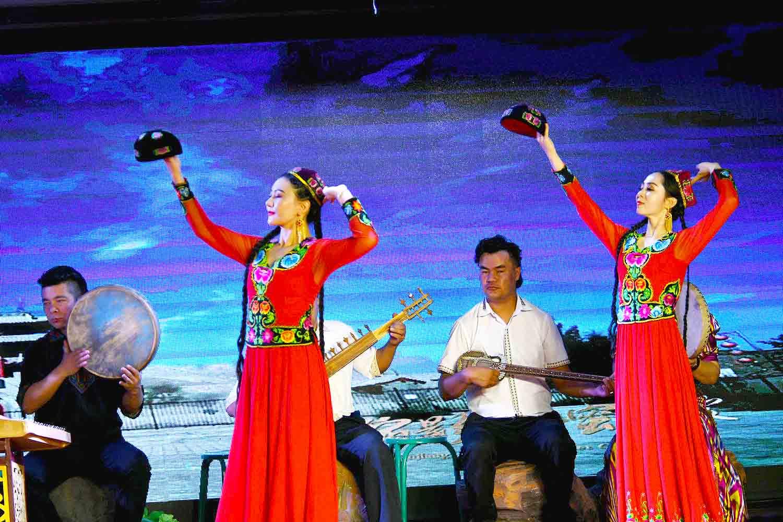 新疆维吾尔人趣取媳妇