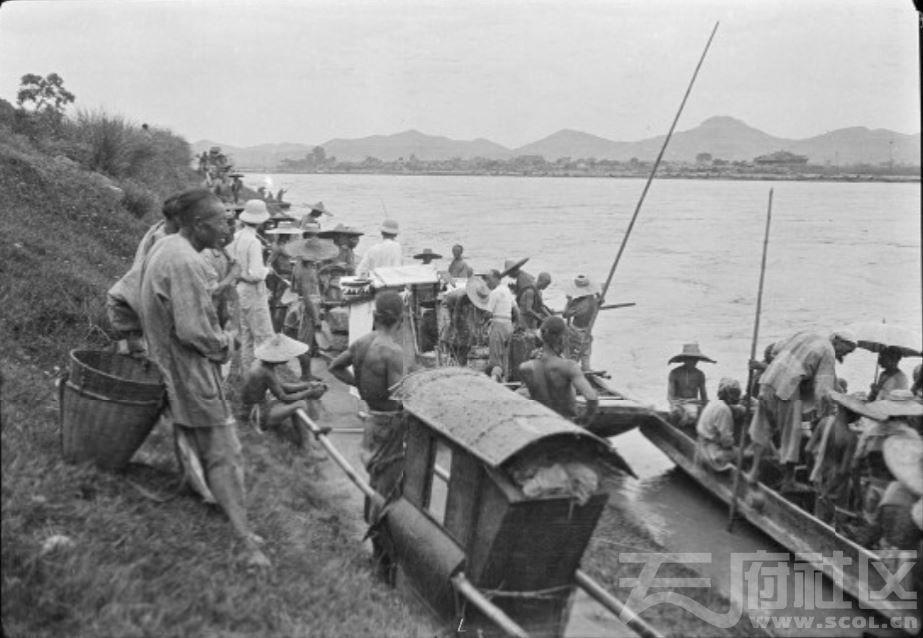 16 遂宁 乘渡船过涪江 1917.JPG