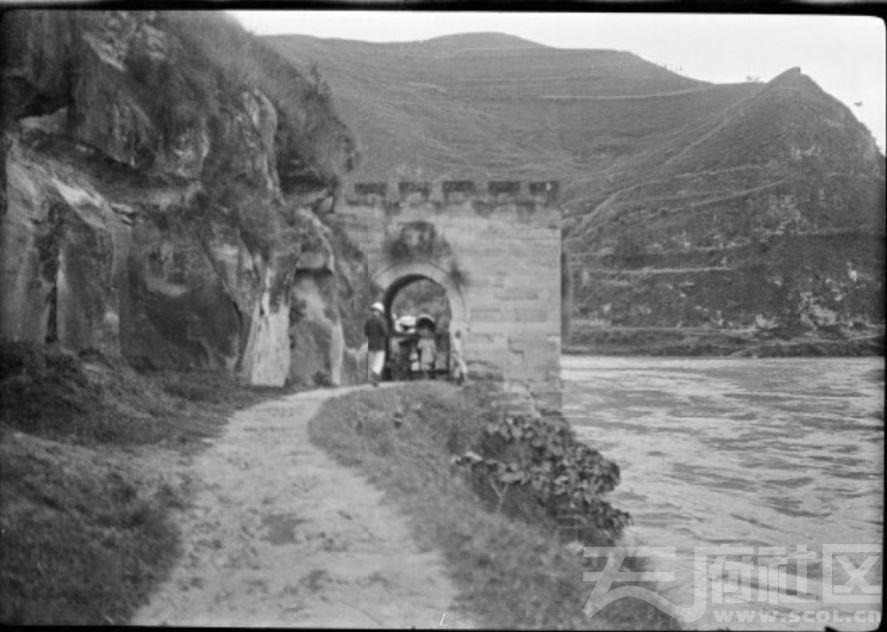 1  射洪 太和镇附近 江边路卡 1917.JPG