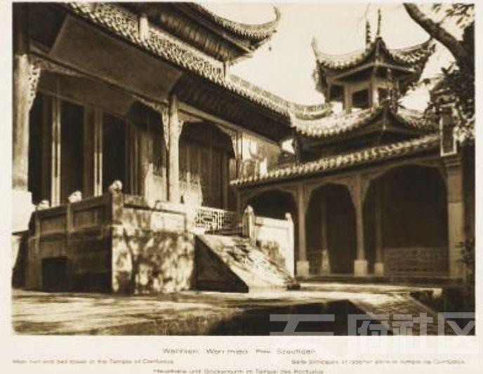 6 万县 文庙 大成殿(正殿)和钟楼 1909.JPG