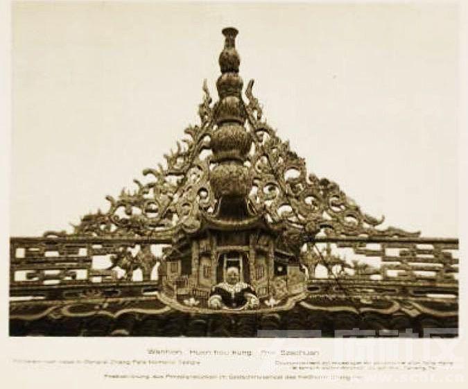 8 万县 张飞庙 华丽的屋顶装饰 1909.JPG