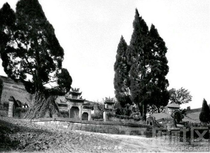 13 万县 北山 山坡墓穴 1909.jpg