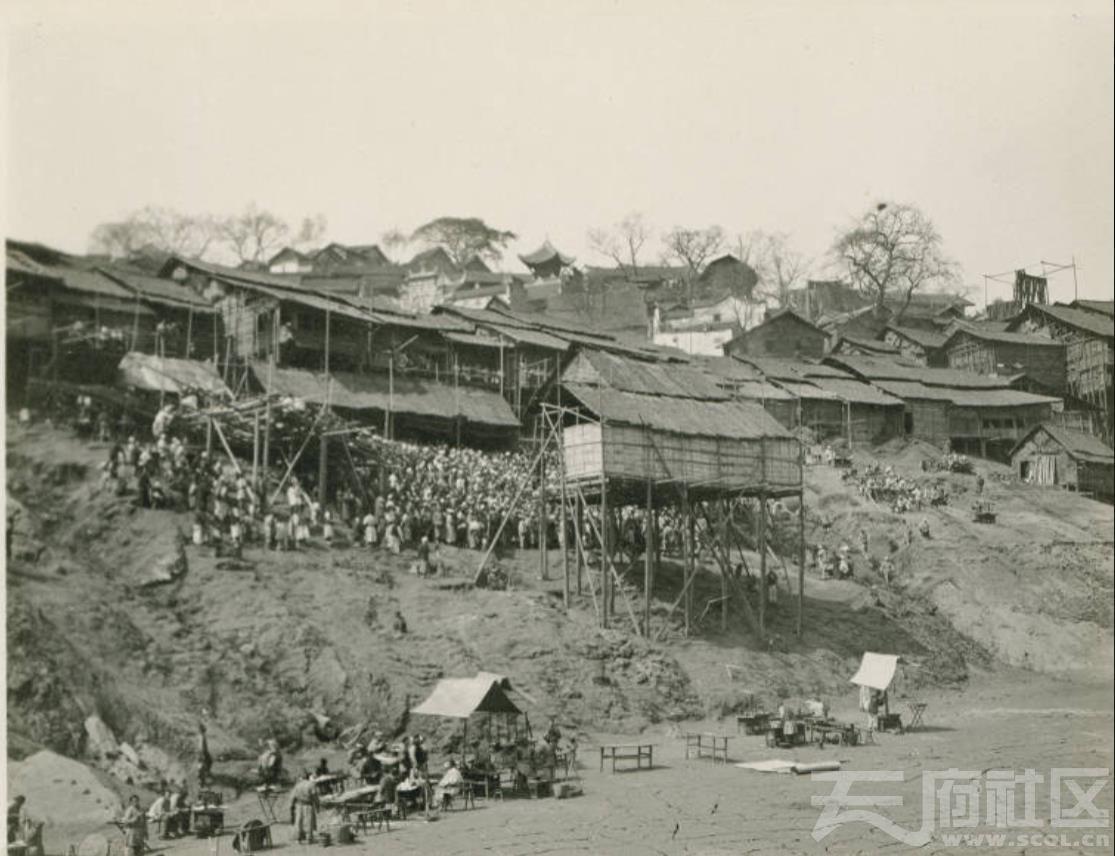 1 万县 上游 露天戏台 Open Air Theater Wan Hsien  1909.3..jpg