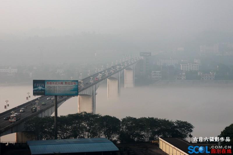 7月29日长江上的河雾.jpg