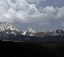 远遥雅拉雪山