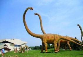 锦州市博园里的恐龙雕