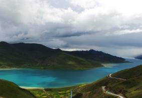 西藏三大圣湖之一----羊卓雍措