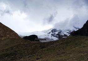 西藏三大大陆型冰川之一卡若拉冰川