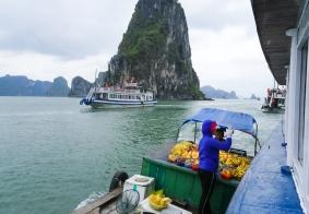 #南行记#  下龙湾海上售货船